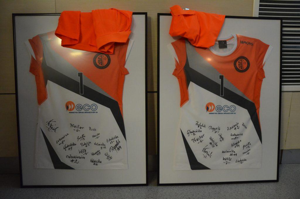 Koszulki z autografami zawodniczek ECO AZS UNI OPOLE